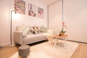 A seating area at Simple & Cozy APT @Haymarket CBD (balcony views)