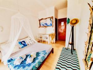 Un ou plusieurs lits dans un hébergement de l'établissement Thomas Art Hotel