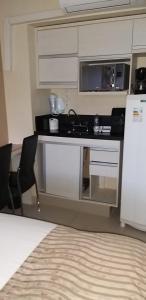 A kitchen or kitchenette at Tamara-Garvey Park Hotel