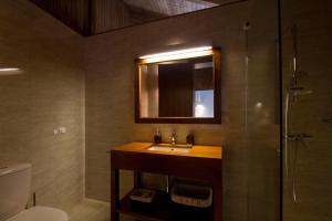 Uma casa de banho em Quinta de Lograssol