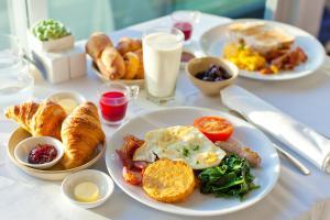 Opciones de desayuno disponibles en AVANTI Lifestyle Hotel - Only Adults