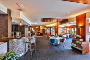 Restaurant ou autre lieu de restauration dans l'établissement Le Pré de la Cure