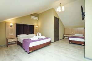 A bed or beds in a room at Silver Guest House