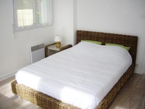 Un ou plusieurs lits dans un hébergement de l'établissement Logements Vacances Mer