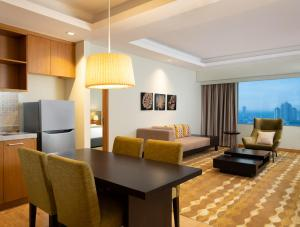 A seating area at Holiday Inn & Suites Jakarta Gajah Mada, an IHG Hotel