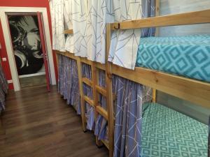 Двухъярусная кровать или двухъярусные кровати в номере Leon