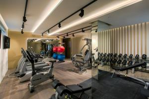 The fitness centre and/or fitness facilities at Grayton Hotel