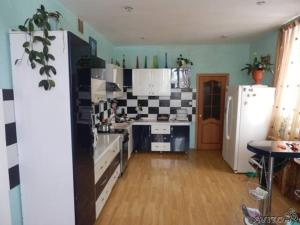 A kitchen or kitchenette at House for rent