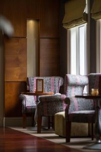 A seating area at Fitzgeralds Woodlands House Hotel