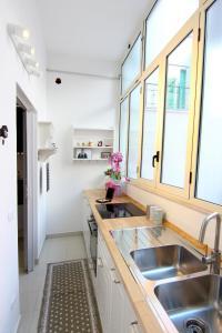 Cucina o angolo cottura di Rosemary Charming Rooms