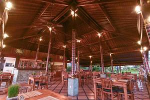 A restaurant or other place to eat at Nick's Pension