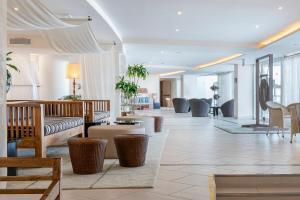 The lobby or reception area at Vincci Tenerife Golf