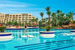 The swimming pool at or close to Steigenberger Aldau Beach Hotel