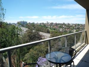 A balcony or terrace at Wyndel Apartments North Sydney - Harbour Watch