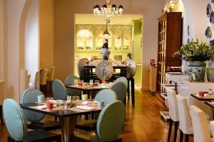 مطعم أو مكان آخر لتناول الطعام في Hotel Le Royal Lyon - MGallery