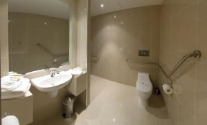 A bathroom at Atlantis Hotel Melbourne