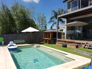The swimming pool at or near Frankston Hilltop Retreat