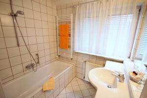 A bathroom at Carinthia Stadthotel