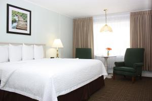 A bed or beds in a room at Highbrook Motel