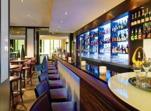 The lounge or bar area at Sheraton Essen Hotel