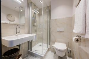 Ein Badezimmer in der Unterkunft 360 Grad Hotel & Bar