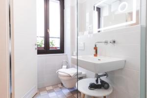 A bathroom at Second Life in Piran - Hotel Zala Piran