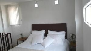 A bed or beds in a room at Casa-Arbol
