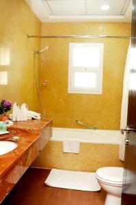 A bathroom at Rainbow Hotel
