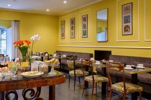 Ein Restaurant oder anderes Speiselokal in der Unterkunft Caruso Place Boutique & Wellness Suites