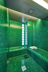 A bathroom at Hotel Saturnia & International