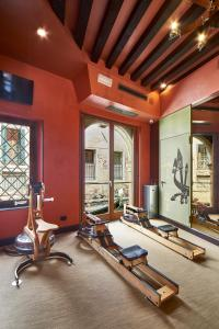 The fitness center and/or fitness facilities at Hotel Saturnia & International