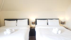 A bed or beds in a room at Carmel Serviced Rooms