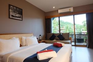A bed or beds in a room at Koh Ma Beach Resort