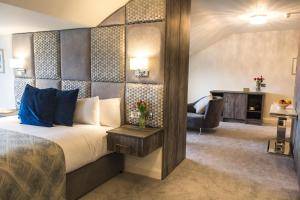 A bed or beds in a room at Mill Park Hotel