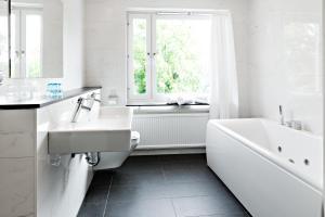Ett badrum på Hotel Allén - Sure Hotel by Best Western Allen