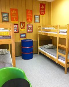 Двухъярусная кровать или двухъярусные кровати в номере Hostel Koyko Mesto