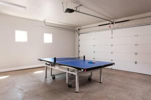 Ping-pong facilities at Paradise Escape #11 or nearby