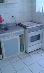 A kitchen or kitchenette at Ap . Por do sol