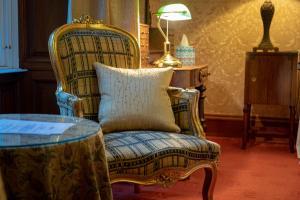 A seating area at Ledgowan Lodge Hotel