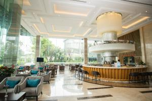 A restaurant or other place to eat at The Mira Central Park Hotel