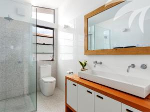 A bathroom at Gull House