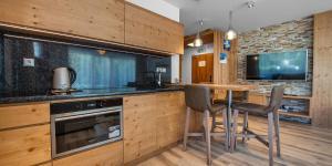 Kuchyňa alebo kuchynka v ubytovaní Hrebienok Resort - Dependance