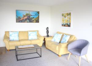 A seating area at SEAHOUSE