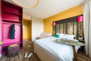 A bed or beds in a room at ibis styles Dax Miradour