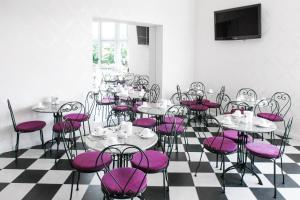 A restaurant or other place to eat at Hotel BELLEVUE am Kurfürstendamm