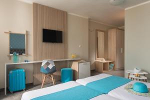 Телевизия и/или развлекателен център в Hotel Oasis Del Sol - Front Beach