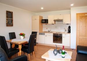 A kitchen or kitchenette at Haus Gunda