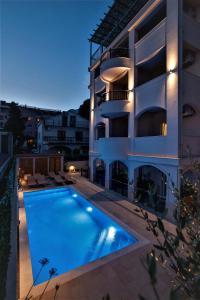 Der Swimmingpool an oder in der Nähe von Casa Mia Rooms and Apartments