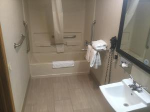 A bathroom at Baymont by Wyndham Cortez