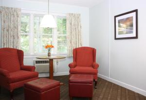 A seating area at Highbrook Motel